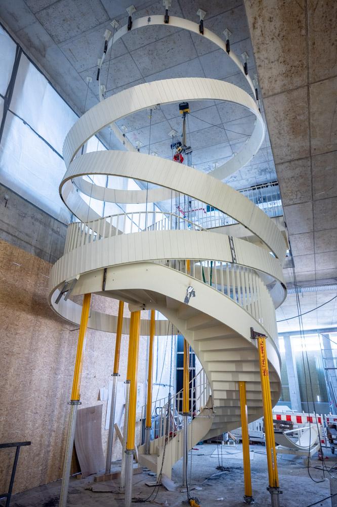 ONE GOOD DESIGN – Das Design Highlight der Shared Lobby wird installiert